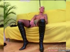 Filthy broad gets her cunt fisted & stretched! AMATEURCOMMUNITY.XXX
